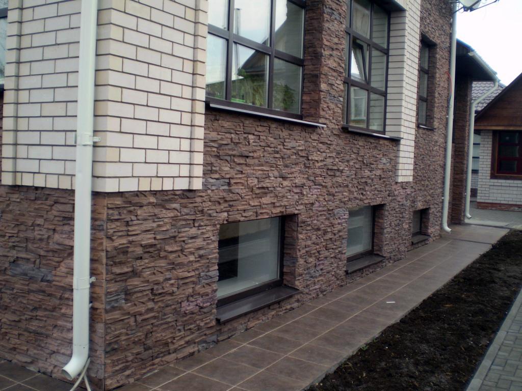 отделка фасада полимерпесчаным камнем