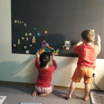 отделка стен в детской магнитной краской