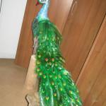 павлин  из пластиковых бутылок 2