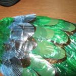 павлин  из пластиковых бутылок 8