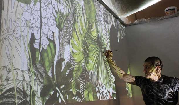 Перенос изображения на стену с помощью проектора