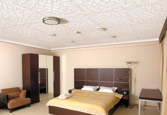 полистирольная плитка в спальне