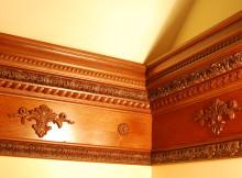 потолочный плинтус деревянный