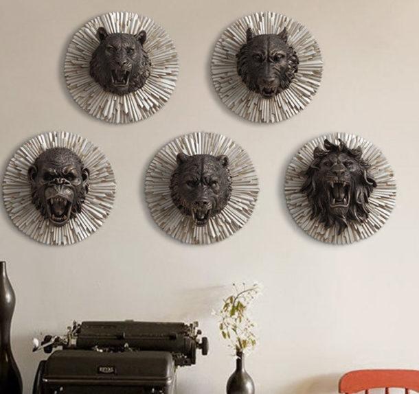 Стена украшенная декоративными головами животных