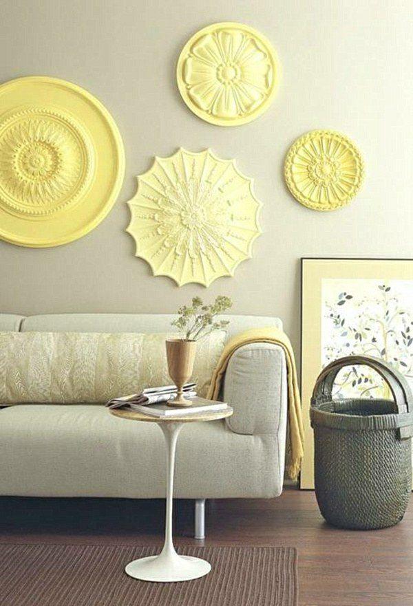 Потолочные плиты на стене