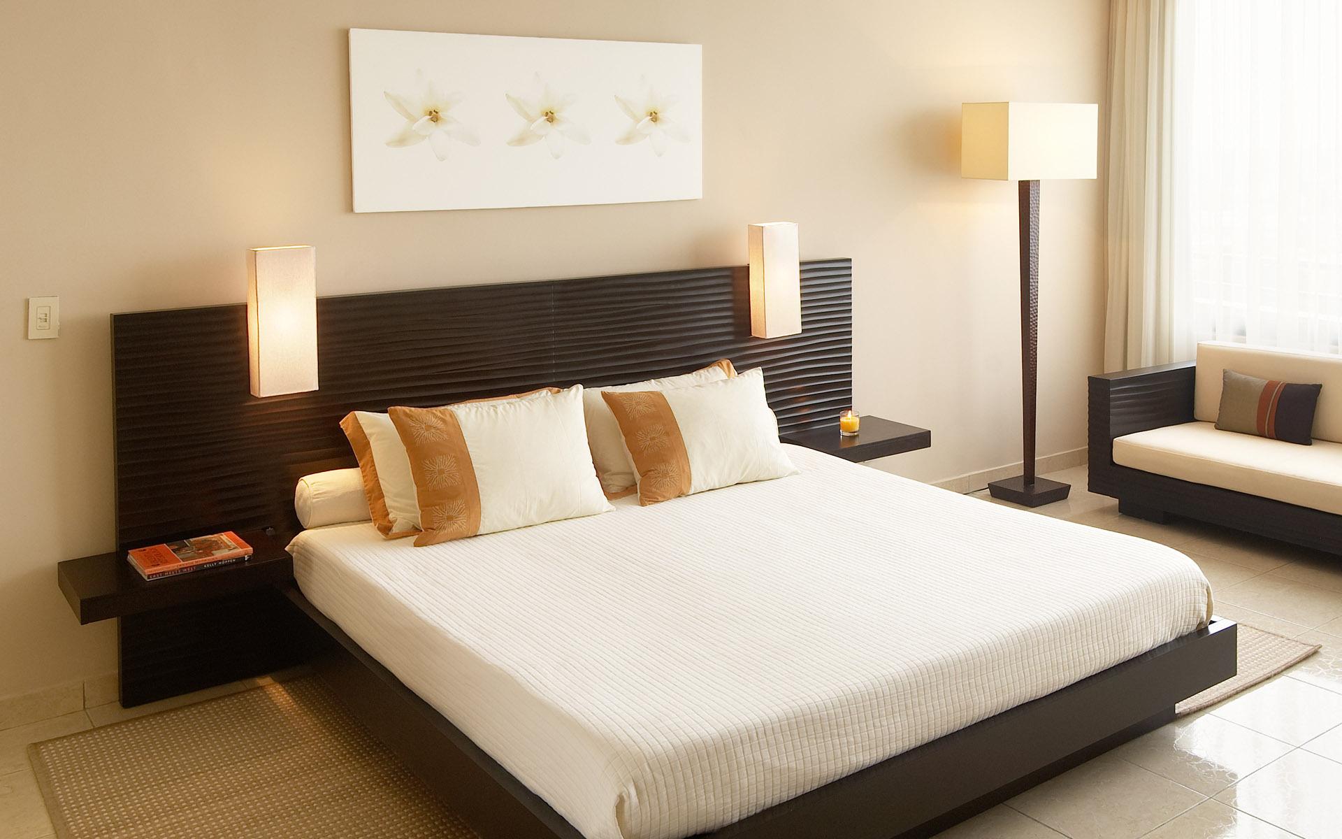 расположить кровать в спальне 4