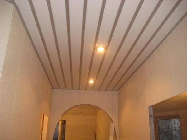 реечные потолки в прихожей