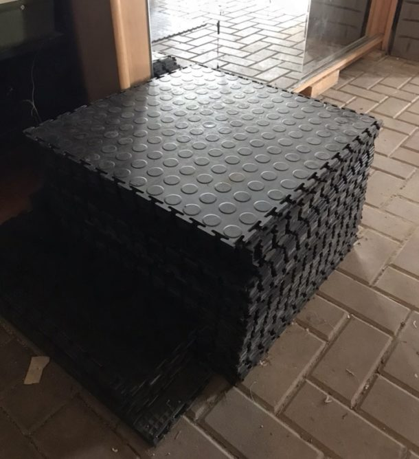 Резиновые плиты для покрытия пола в гараже