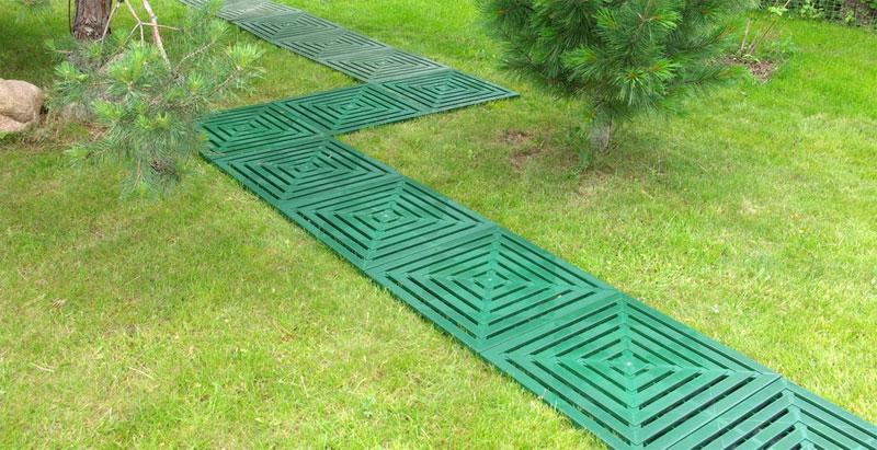 садовая дорожка из пластиковой плитки