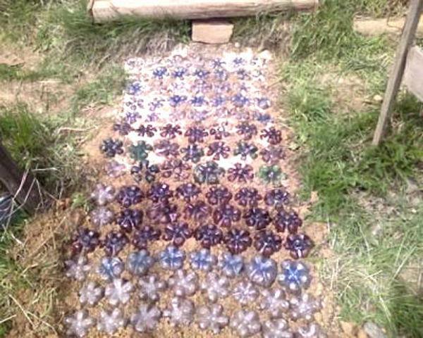 садовая дорожка из пластиковых бутылок
