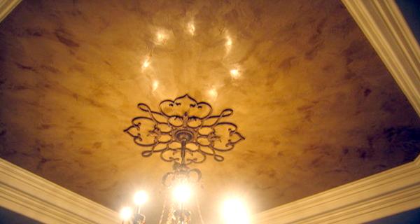 штукатурка потолок в спальне