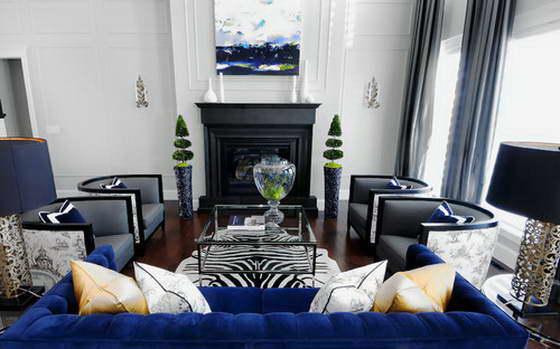 симметричное расположение мебели в гостиной