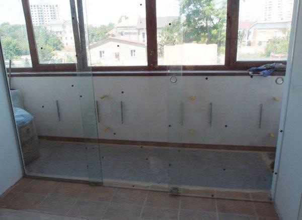 стеклянные балконные двери