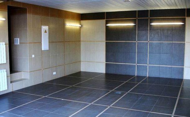 Внутренняя отделка стен гаража керамической плиткой
