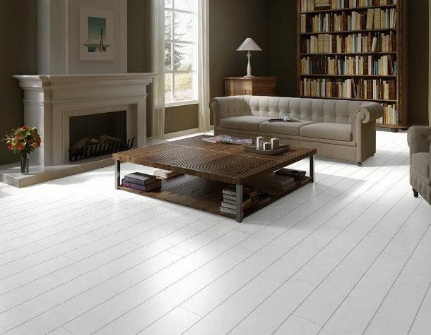 Тёмная мебель белый пол