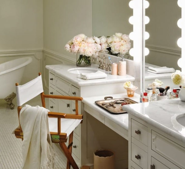 Столик-комод с зеркалом для ванной