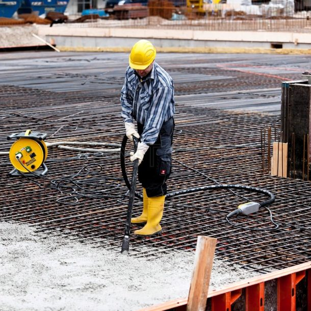 вибратор для уплотнения бетонной смеси после заливки