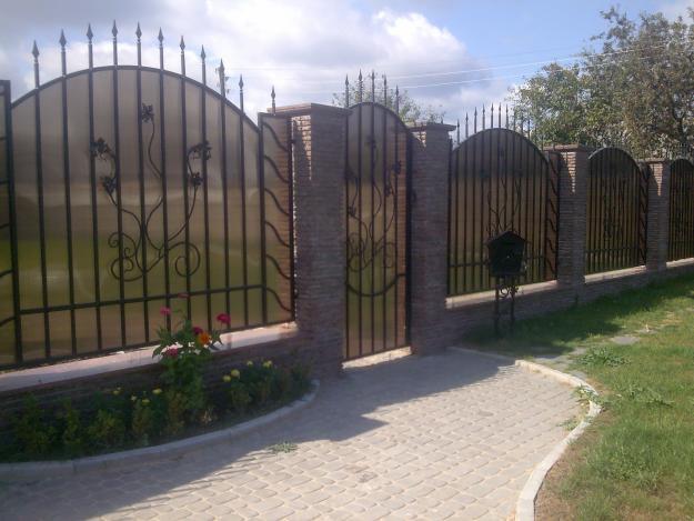 забор для участка из поликарбоната