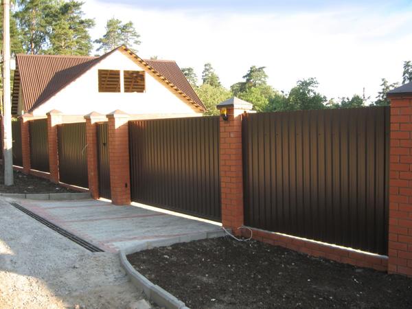 забор для участка из профнастила