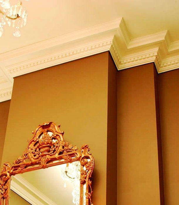 8 советов по поклейке потолочного плинтуса или галтели